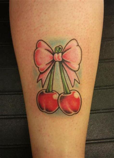 tattoo old school ciliegie waden kirsche schleife tattoo von stay true tattoo