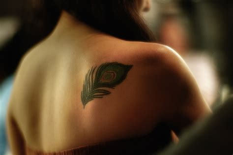 feather tattoo on shoulder meaning peacock feather tattoos archives seite 2 von 2 tattoou