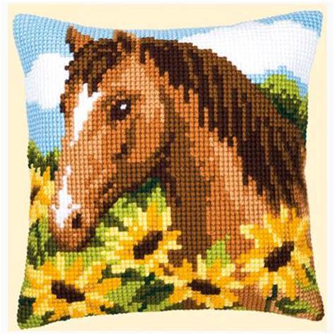 cuscini con animali cuscino cavallo e girasoli da vervaco cuscini kit