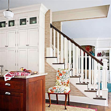 wallpaper di dapur cara kreatif aplikasikan wallpaper di dapur rumah dan