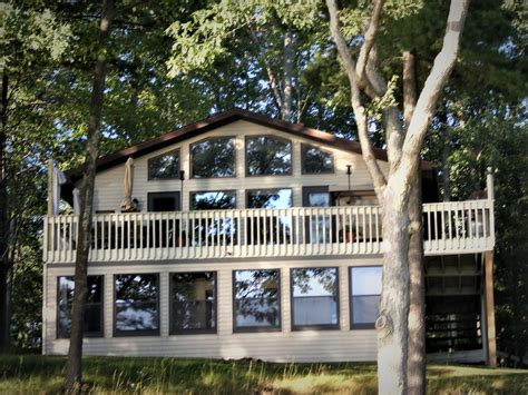 Restaurants Near Cadillac Mi by Peaceful Family Lake House On All Sports Lake