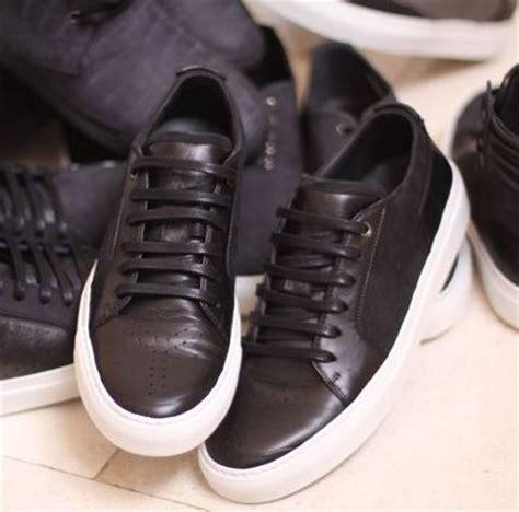 black shoes with white sole original penguin pickture