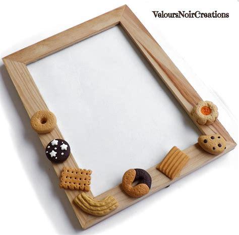 cornici fimo cornice portafoto in legno con biscotti in fimo per la