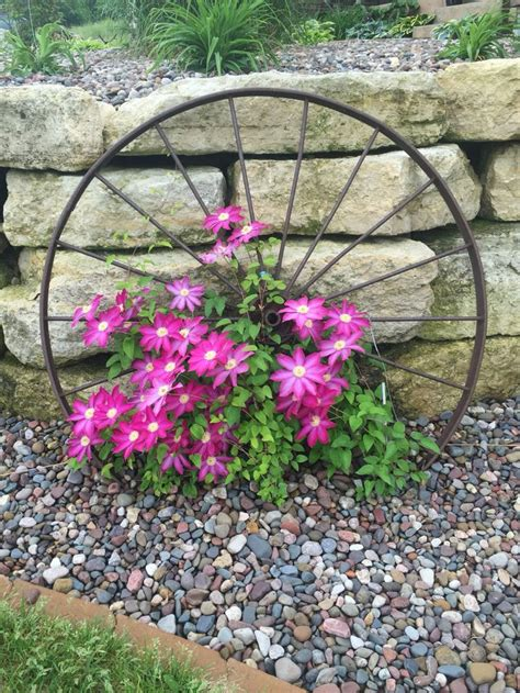 25 best ideas about rustic landscaping on country garden decorations rustic garden