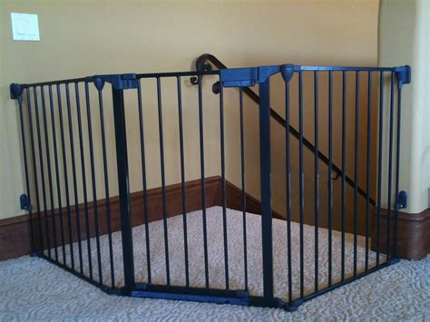 top of stairs banister baby gate g3001 topofstairs 1 baby safe homes