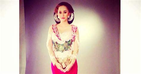 foto trend kebaya 2016 foto kebaya brokat aura kasih artis cantik trend baju