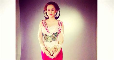 Setelan Pesta Dian Sastro Fs1451 foto kebaya brokat aura kasih artis cantik trend baju