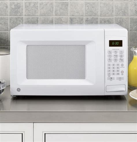 Ge Countertop Microwaves by Ge Jes0738dpww 0 7 Cu Ft Countertop Microwave Oven With