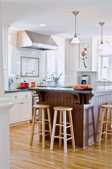 Colonial Revival Kitchen   Dorig Designs