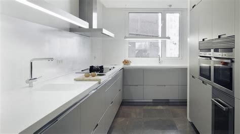 imagenes de cocinas minimalistas blancas cocina gris color gris decoracion cocinas diseno casa