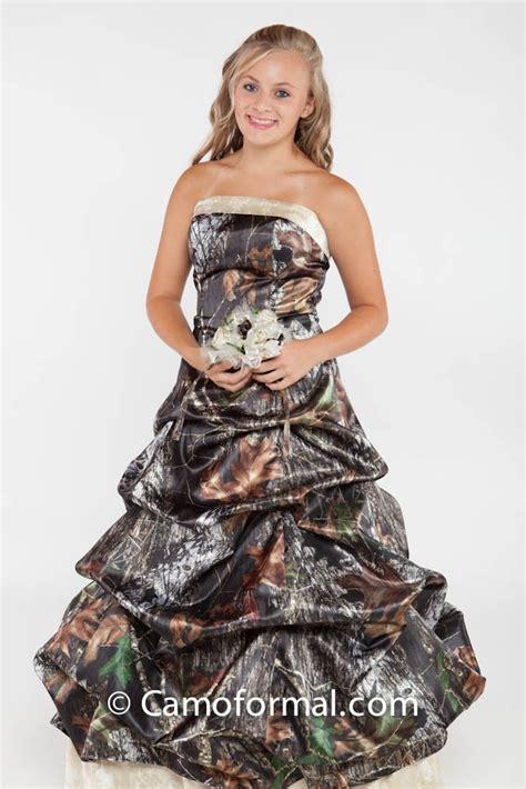 Liz Hurleys Wedding Camo Manolos New Silverados by Mossy Oak Camo Wedding Dresses High Cut Wedding Dresses