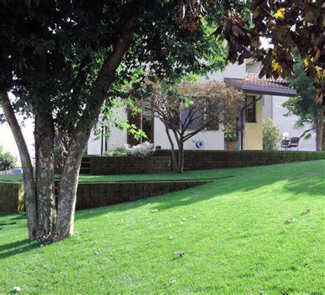 Giardini Con Terrazzamenti by Giardino Con Terrazzamenti In Tufo Progettazione Giardini