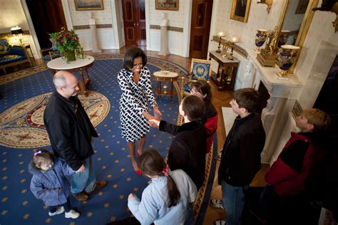 white house tours obama photos first lady michelle obama surprises white house
