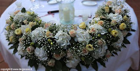 fiori tavolo matrimonio matrimonio tavolo sposi ricco di fiori fotografo