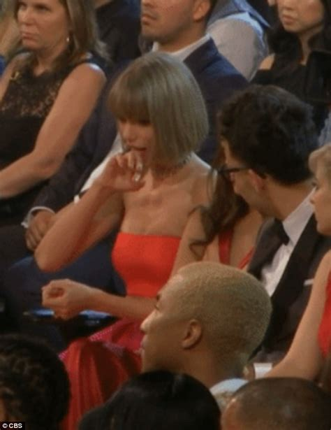 swift lady boat taylor swift licks her own hand at the grammy awards 2016