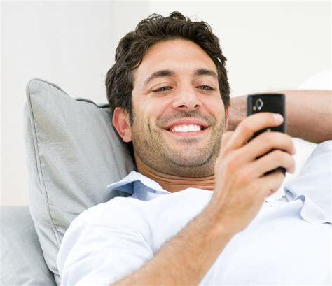 persona con movil 3 formas de seducir a un hombre por tel 233 fono celular