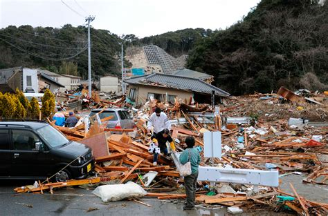 earthquake boston massive earthquake hits japan photos the big picture