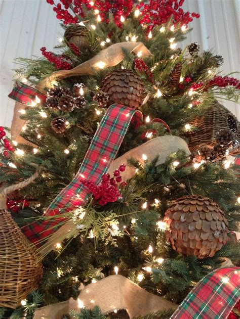 christmas tree decorating ideas with plaid ribbon burlap ribbon with ornaments and berries seasonal planters