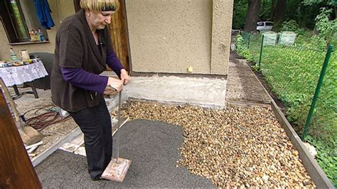 wer verlegt terrassenplatten terrassenplatten verlegen splitt verdichten h 228 user