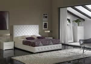 tete lit capitonnee avec strass