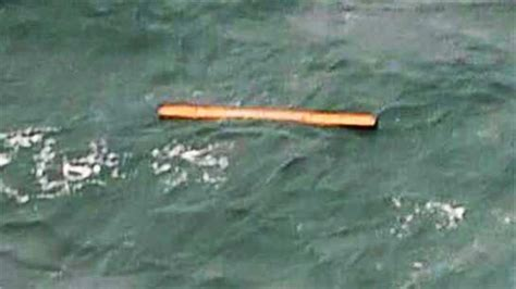 airasia lost and found airasia flight qz8501 search wreckage bodies found in