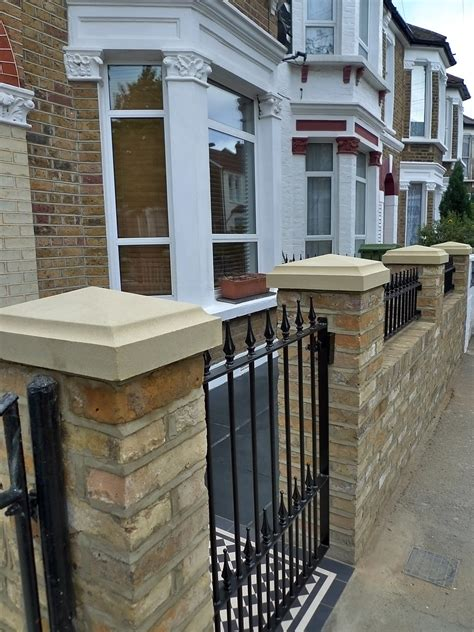 Reclaimed Brick Garden Walls Front Garden Design Stock Second
