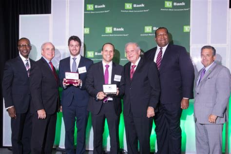Babson Blended Learning Mba 2017 by Babson Alumni Business Cargo42 Receives Key To Miami Dade
