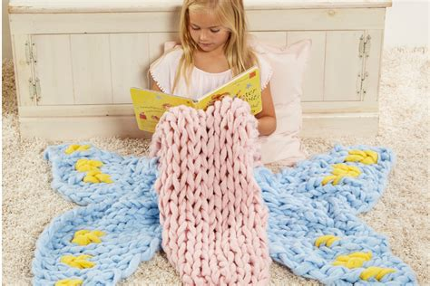 simply maggie arm knitting simply maggie arm knitting tutorials diy home decor