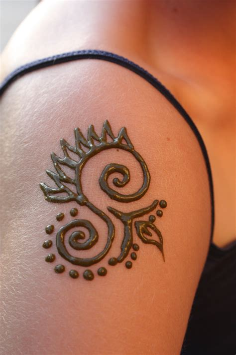 simple shoulder henna tattoo 1000 images about henna on henna feather