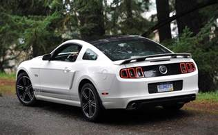 2013 ford mustang white rear three quarters photo 5
