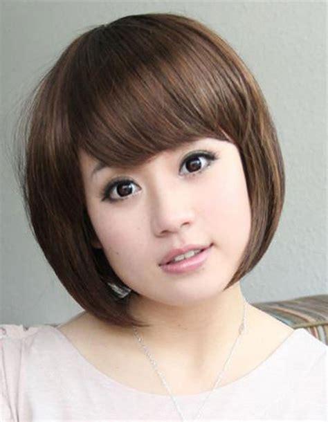 model rambut pendek wanita tubuh gemuk  terlihat