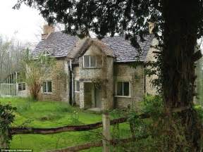 Stone Cottage Floor Plans estate beside princess anne s gatcombe park country home