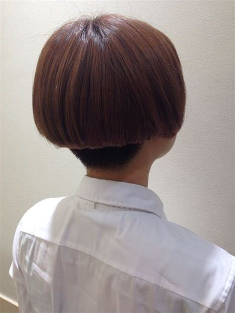 jaw length bob cut with a graduated nape short aline undercut hairstylegalleries com
