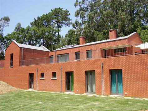 23 best images about red brick homes on pinterest casa figueiral red brick house portuguese residence e