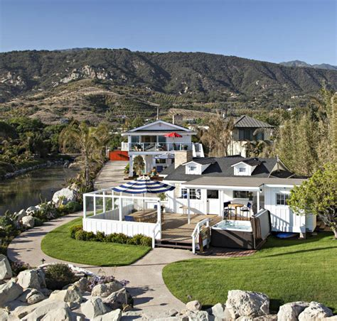ashton kutcher and mila kunis house meet mila kunis and ashton kutcher s new california beach
