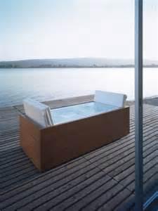 outdoor badewannen holz sundeck whirlpool badewanne f 252 r garten und terrasse