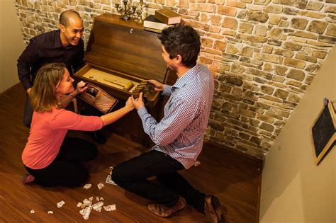 escape room melbourne 5 staff venues in melbourne sharking for chips and drinks