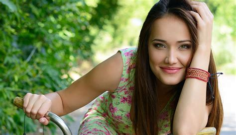 easy ways to make a man look like a woman ehow 25 tips to look cute and melt any guy s heart effortlessly
