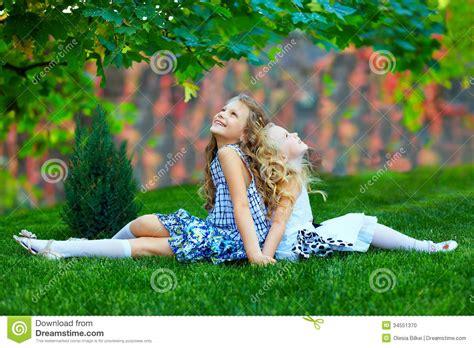 declaring godã s a collection of nature photographs books sorelle delle ragazze che godono della natura