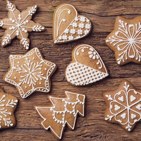 Biscotti Di Natale Con Glassa Colorata by Biscotti Di Natale Decorati Con La Ghiaccia Reale Leitv
