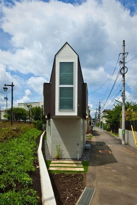 japan skinny house the narrowest house in the world 13 pics izismile com