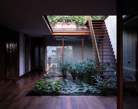 Houses With Courtyards | serene house with courtyard pond
