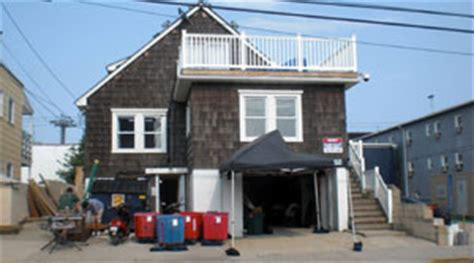layout of the jersey shore house fans can t stop leaving dumb graffiti on jersey shore house