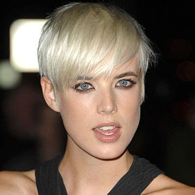 modern ear length bob passion carr 233 hairstyles bobs short blonde crop with the hair cut at the same length all