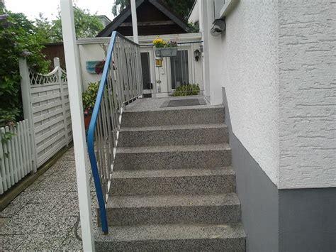 hauseingang stufen ferienwohnung kaufmann k 246 ln und bergisches land frau