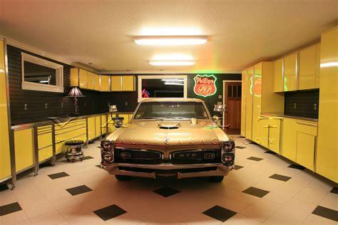 garage design ideas  cabinet  hanger compartment