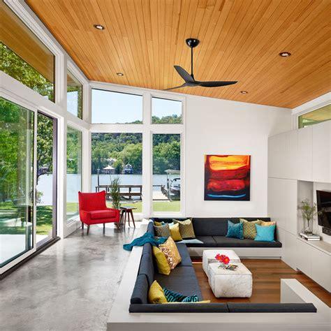 mid century moderne wohnzimmer dise 241 o de casa de un piso con fachada en piedra y madera