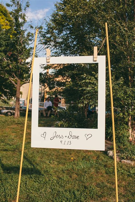 membuat pigura poster 21 stunning diy wedding photo booth backdrops
