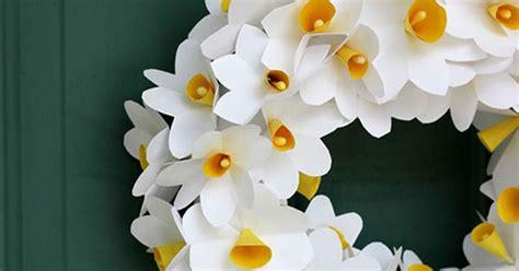 ghirlande di fiori di carta realizziamo una ghirlanda di fiori di carta creare con
