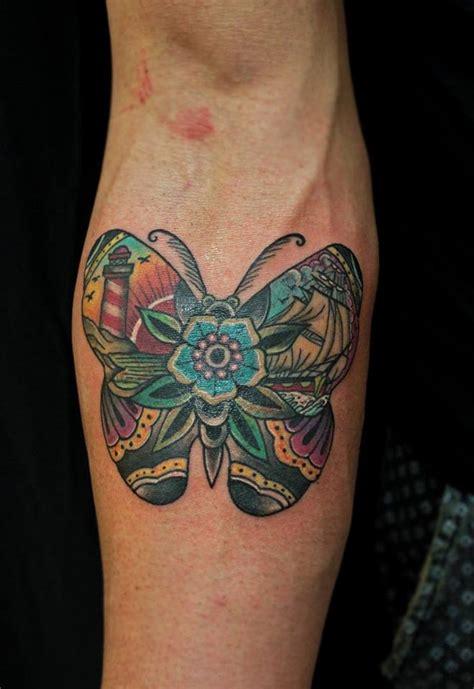 tatuaggio fiore di loto e farfalla farfalla tatuaggio color mara studio